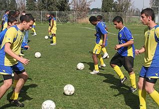"""ביה""""ס לכדורגל"""